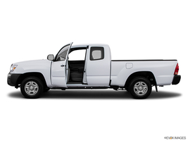 2015 Toyota Tacoma 4WD Access Cab V6 in West Springfield, Massachusetts